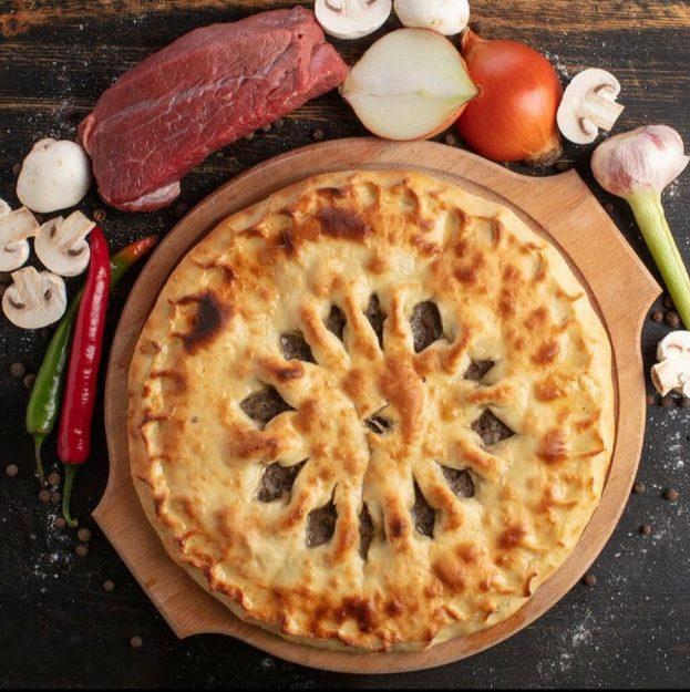 пирог с мясом и грибами-min